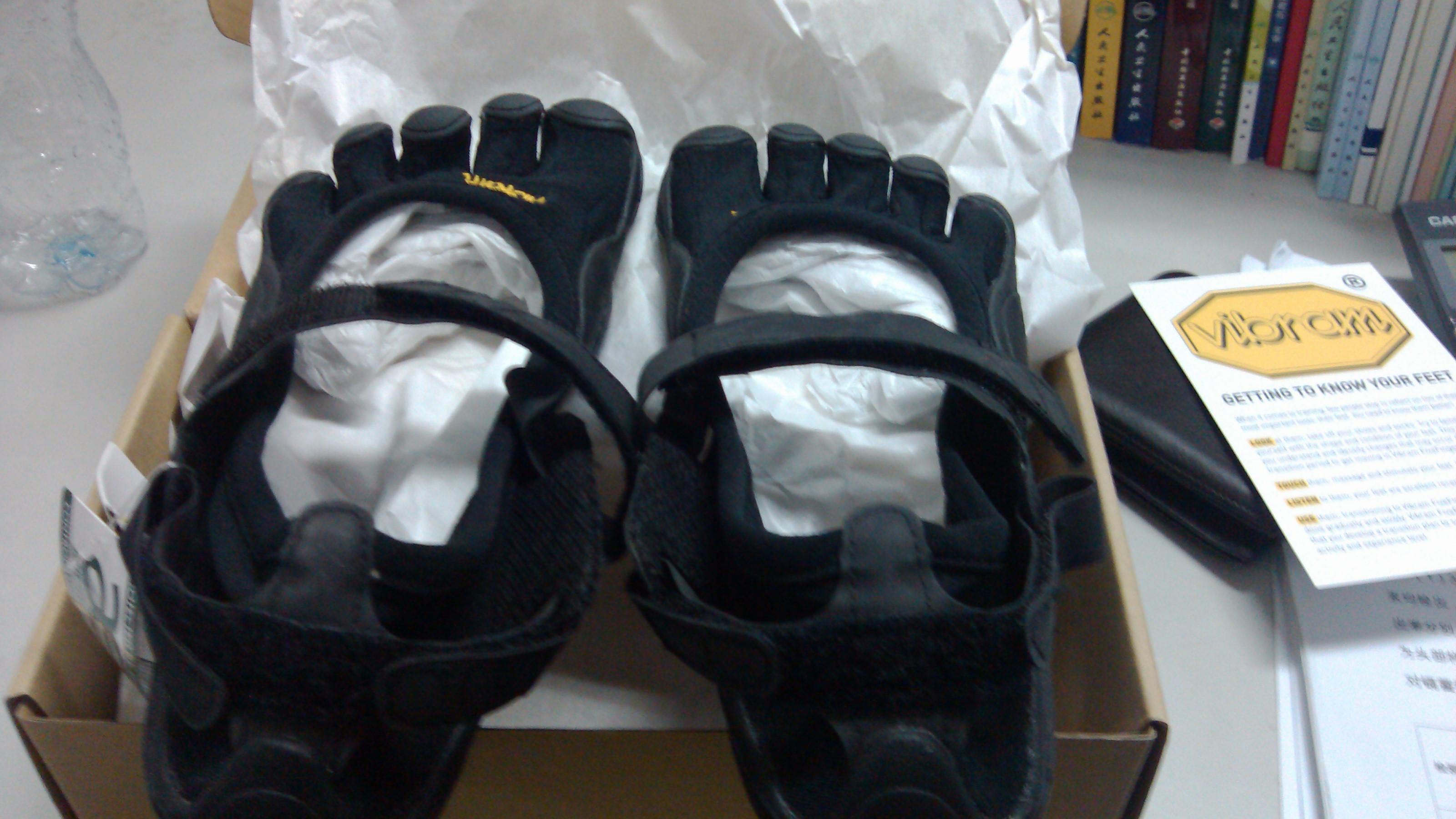 出五指鞋和阿迪Primaloft中棉防风背心,绝对物美价廉
